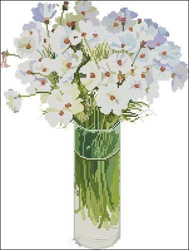 Белые цветы в высокой вазе