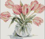 Букет тюльпанов в прозрачной вазе