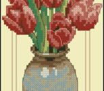 Тюльпаны в глиняной вазе