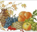 Наслаждаясь урожаем фруктов