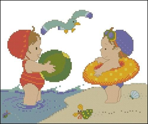 Малыши на пляже