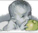 Малыш с зеленым яблоком