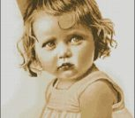 Девчушка с ромашкой