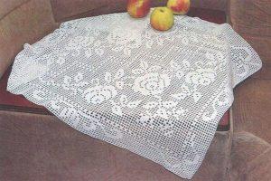 Белая салфетка с розами