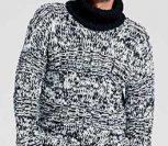 Черно-белый свитер с воротником гольф спицами