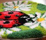 Китайский набор ковровой вышивки «Божья коровка с цветочками»