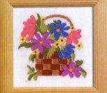 Нежные цветы в корзинке