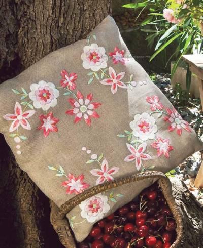 Подушка Весенние цветы схема гладью
