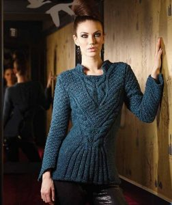 Приталенный пуловер с воротником стойка
