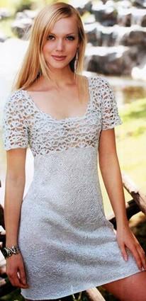 Серебристое платье с ажурной кокеткой