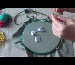 ВИДЕО УРОК: Вышиваем лентами подснежники
