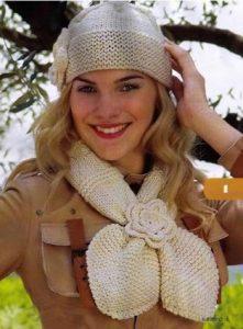 Вязаная шапочка и шарф