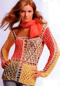 Вязаный пуловер из квадратных мотивов