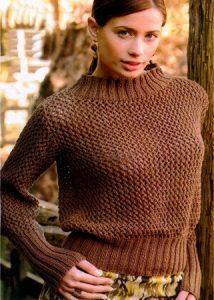 """Вязаный спицами свитер """"Шоколадная сеточка"""""""
